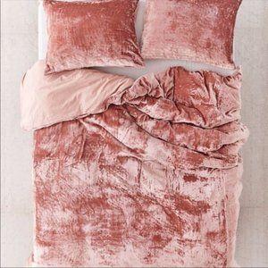 Urban Outfitters Skye Velvet Duvet Cover in Rose